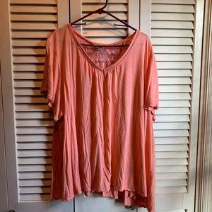 Avenue. 26/26. Peach flowy T-shirt. Super soft.